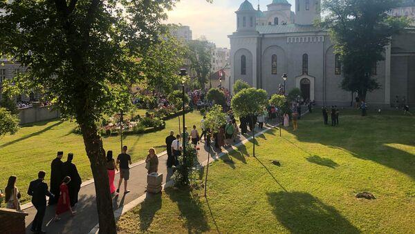 Грађани испред Вазнесењске цркве у Београду уочи Спасовданске литије - Sputnik Србија
