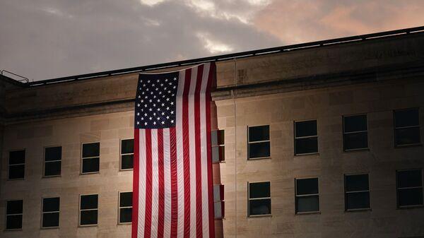 Зграда Пентагона са америчком заставом - Sputnik Србија