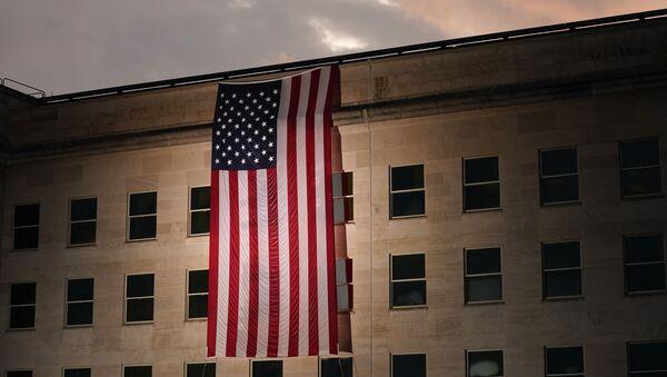 Zgrada Pentagona sa američkom zastavom - Sputnik Srbija