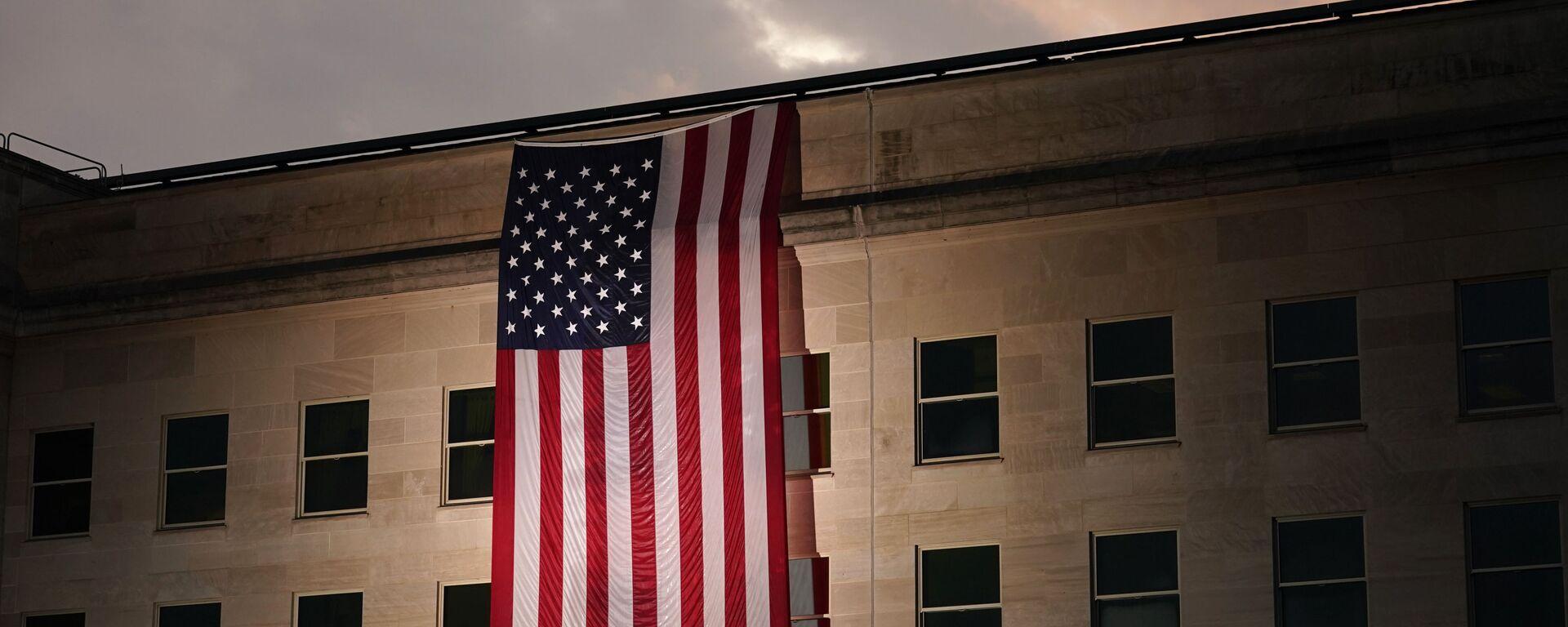 Зграда Пентагона са америчком заставом - Sputnik Србија, 1920, 28.09.2021