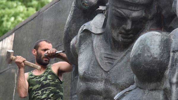 Demontaža Spomenika slave u Lavovu - Sputnik Srbija