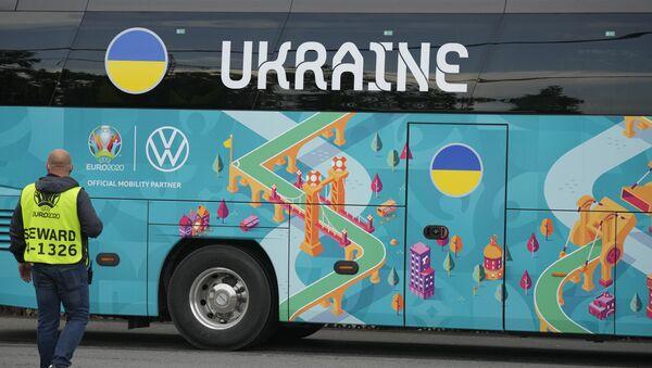 Autobus ukrajinske fudbalske reprezentacije na početku Evropskog fudbalskog prvenstva EURO 2020 - Sputnik Srbija