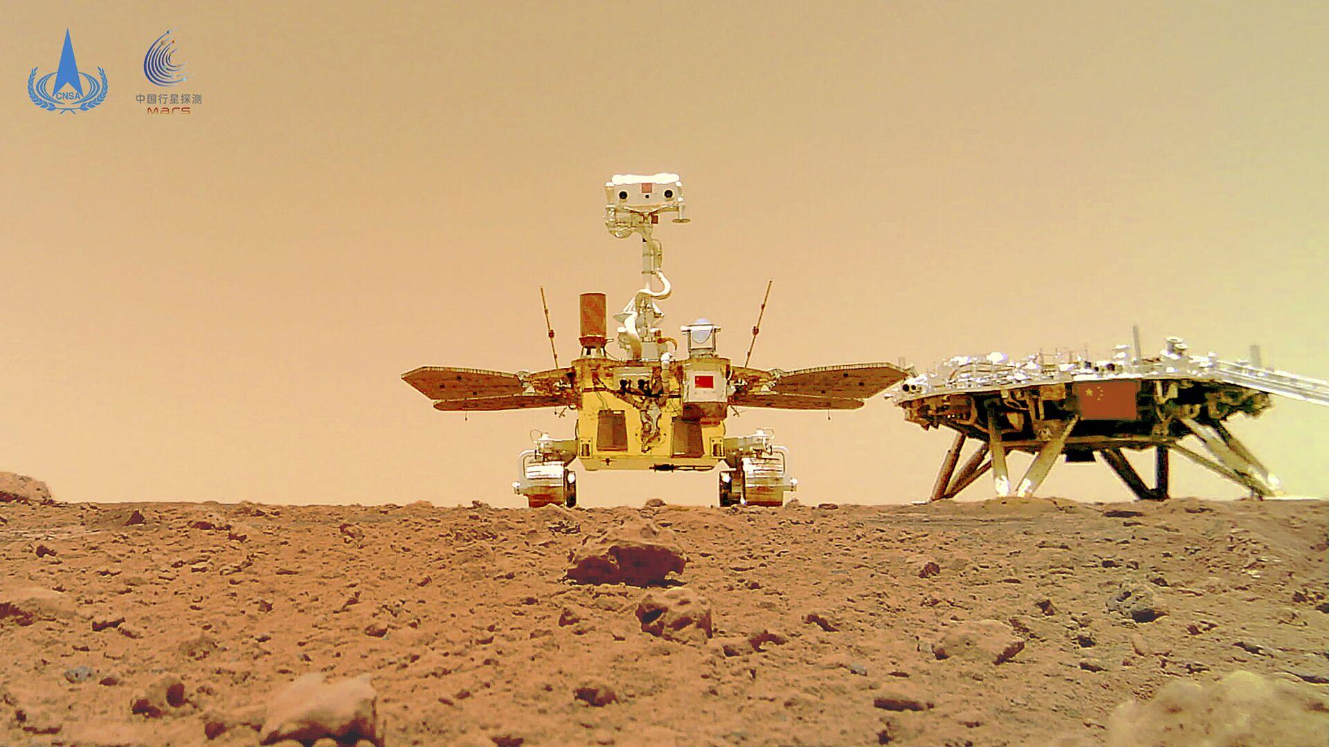 Кинески ровер Џуронг на површини Марса - Sputnik Србија, 1920, 11.06.2021