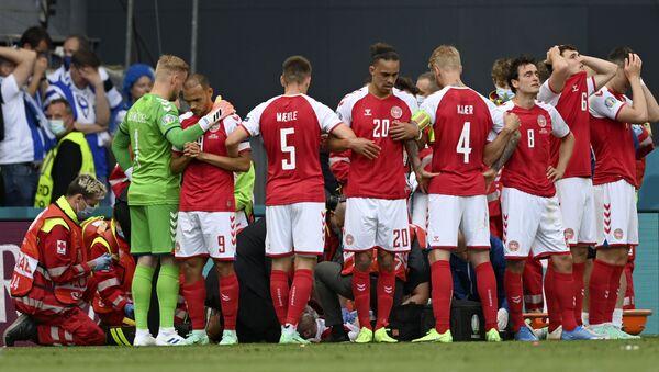 Драма током утакмице Данске и Финске - Sputnik Србија