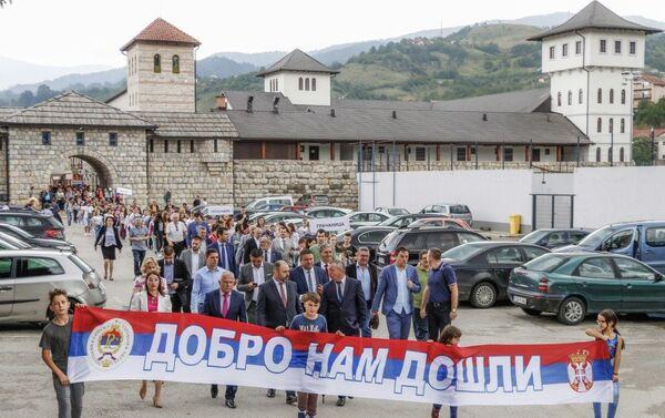 U junu 2018. godine 900 dece sa Kosova i Metohije posetilo je Višegrad i prošetalo Andrićgradom - Sputnik Srbija