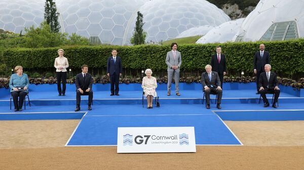 Лидери Г7 позирају за групну фотографију у Корнвалу - Sputnik Србија