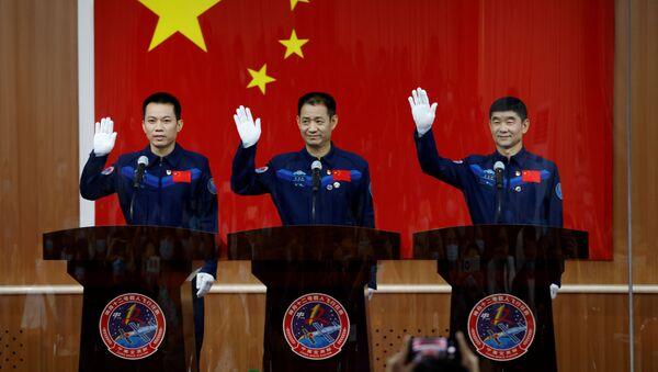 Кинески астронаути пред полетање у свемир - Sputnik Србија
