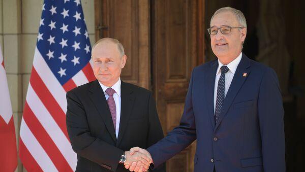 Susret predsednika Rusije Vladimira Putina sa predsednikom Švajcarske Gi Parmelenom u Ženevi  - Sputnik Srbija