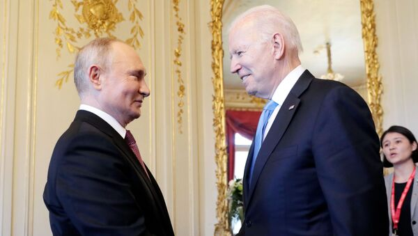 Bladimir Putin i Džo Bajden  - Sputnik Srbija