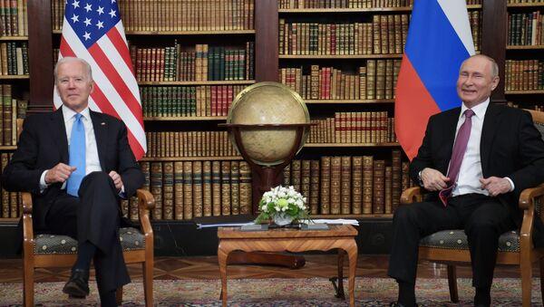 Predsednici SAD i Rusije Džo Bajden i Vladimir Putin - Sputnik Srbija