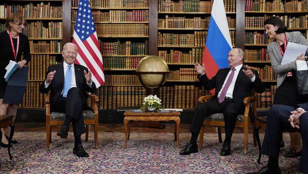 Vladimir Putin i Džo Bjaden - Sputnik Srbija