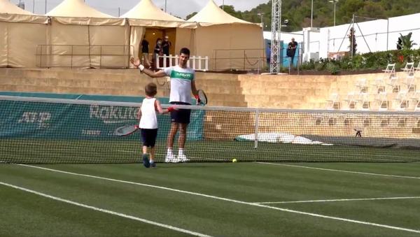 Novak Đoković na treningu sa sinom Stefanom - Sputnik Srbija