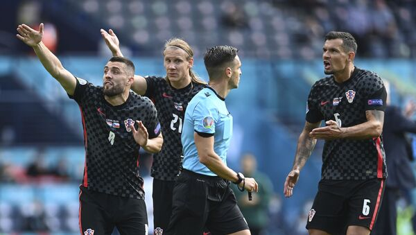 Fudbaleri Hrvatske protestuju kod glavnog sudije meča protiv Češke - Sputnik Srbija