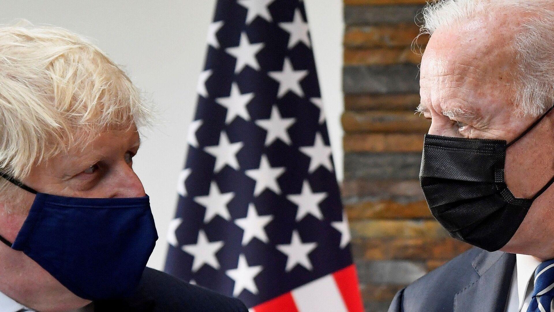 Амерички председник Џозеф Бајден и британски премијер Борис Џонсон - Sputnik Србија, 1920, 16.09.2021
