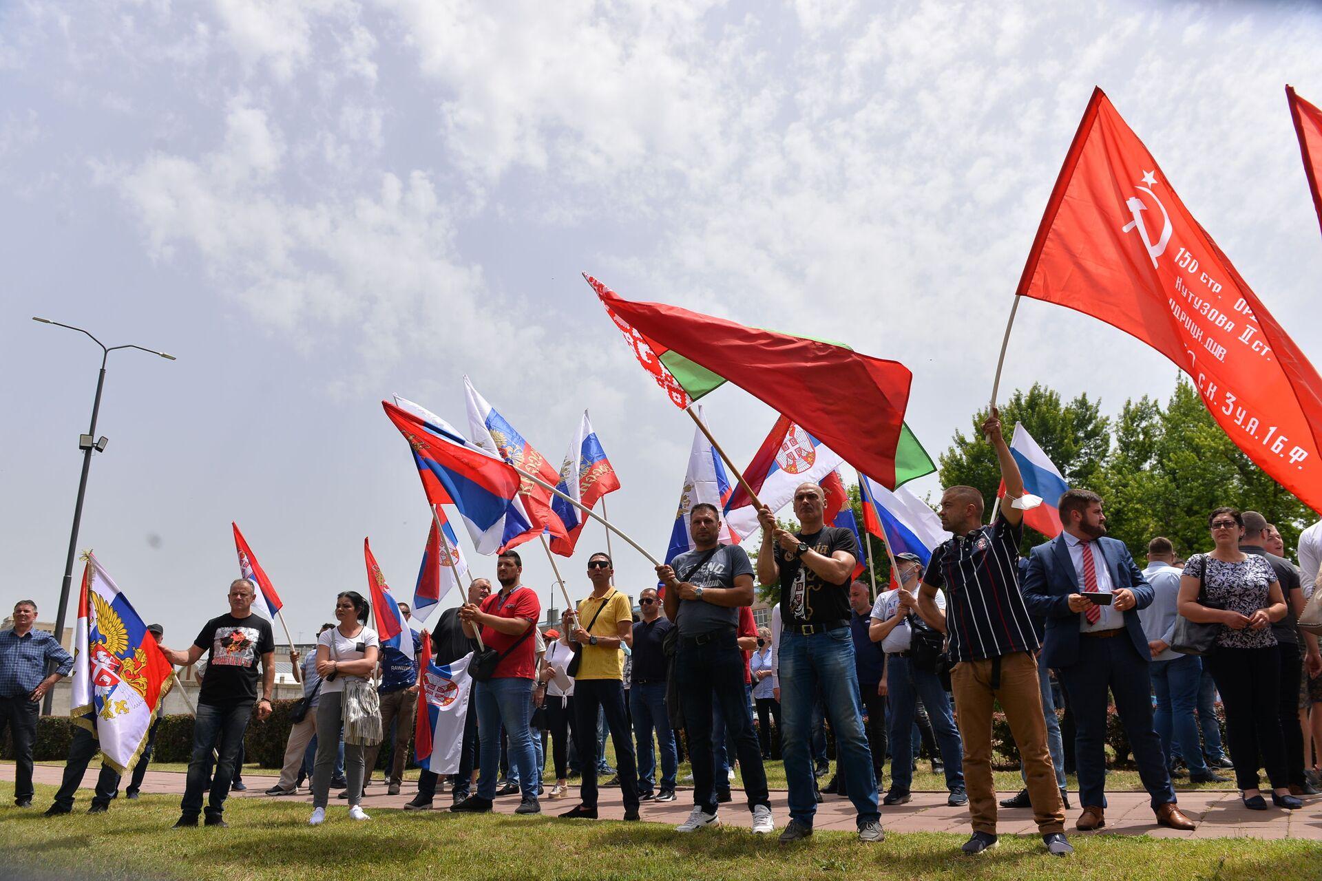 Окупљени у Нишу на облећавању 80 година од почетка Великог отаџбинског рата - Sputnik Србија, 1920, 13.07.2021