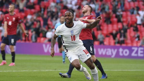 Rahim Sterling, fudbaler Engleske, proslavlja gol protiv Češke na Evropskom prvenstvu - Sputnik Srbija