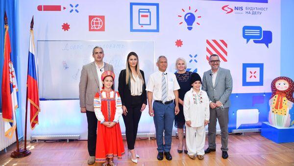 НИС наставио са подршком образовним установама: ОШ Свети Сава реновиран кабинет за руски језик  - Sputnik Србија