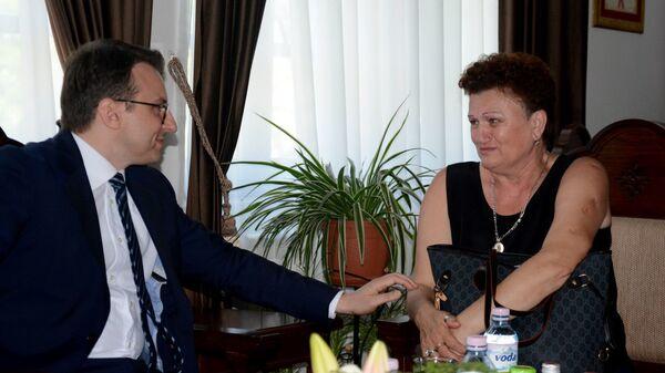 Драгица је добила обећање, стижу блиндирана врата за њен стан у Ђаковици. - Sputnik Србија
