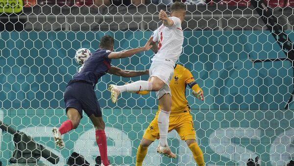 Reprezentativac Švajcarske Haris Seferović postiže gol protiv Francuske - Sputnik Srbija