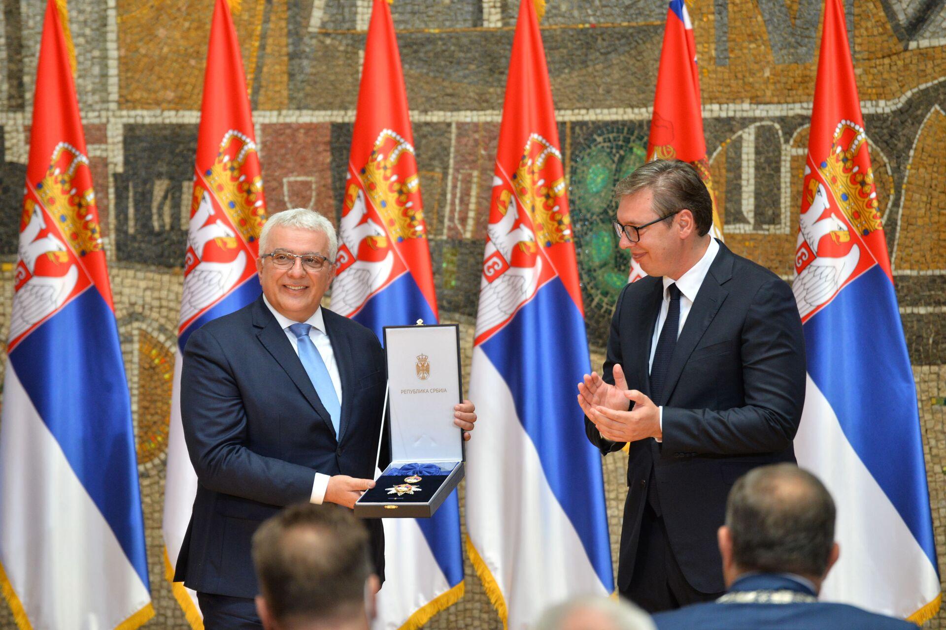Predsednik Srbije Aleksandar Vučić odlikovao Andriju Mandića - Sputnik Srbija, 1920, 13.07.2021