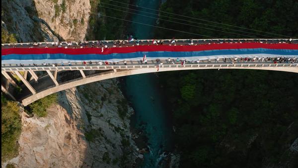 Српска тробојка на мосту на Тари - Sputnik Србија