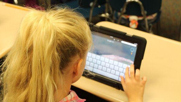 Деца и интернет - Sputnik Србија