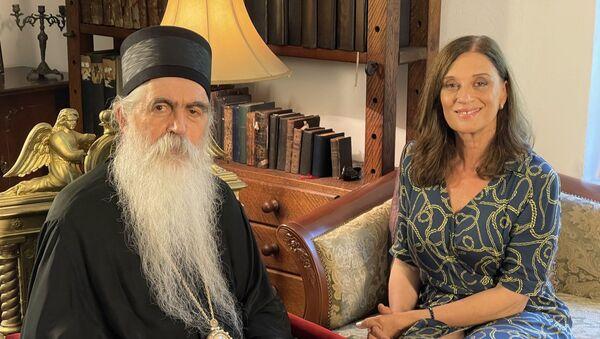 Episkop Irinej Bulović razgovara sa Marinom Rajević Savić - Sputnik Srbija