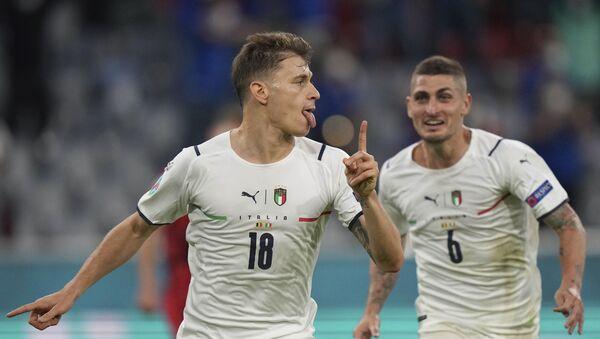 Fudbaleri Italije proslavljaju gol protiv Belgije - Sputnik Srbija