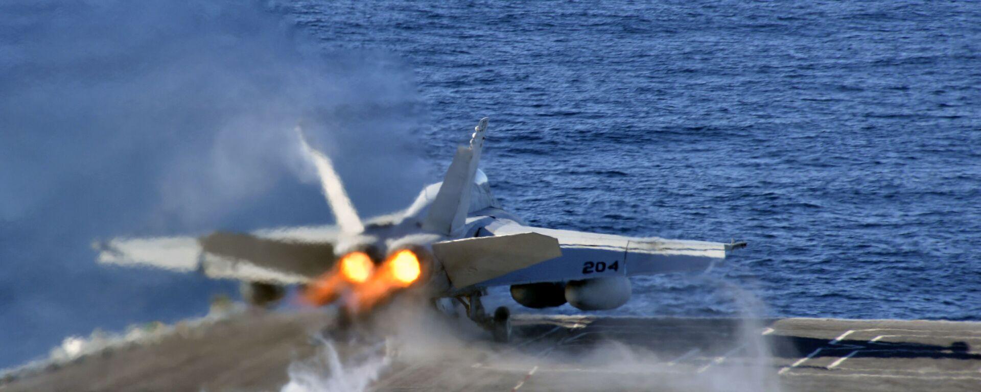 Авион F/A-18E Super Hornet полеће са носача авиона Нимиц америчке ратне морнарице - Sputnik Србија, 1920, 04.07.2021