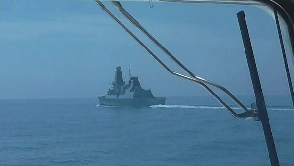 Британски разарач Дефендер током инцидента на Црном мору - Sputnik Србија