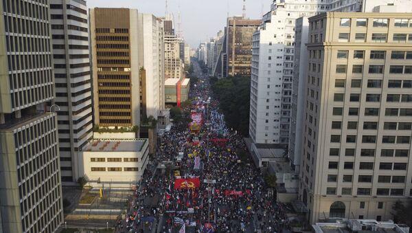Протест у Бразилу против председника Жаира Болсонара - Sputnik Србија