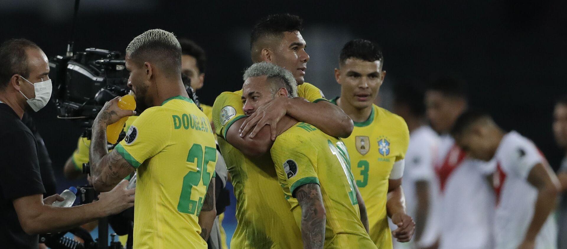 Фудбалери Бразила прослављају победу над Перуом у полуфиналу Копа Америке - Sputnik Србија, 1920, 06.07.2021