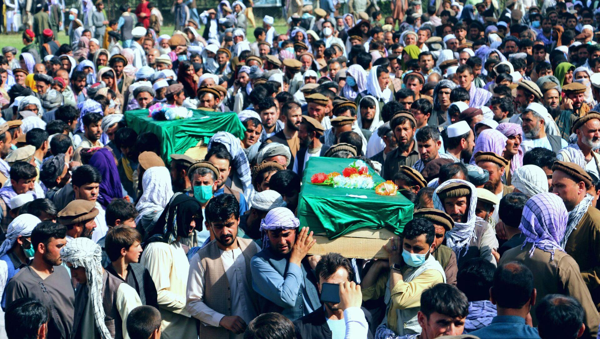 Потресна авганистанска свакодневица: Сахрана цивила после сукоба талибана и безбедносних снага - Sputnik Србија, 1920, 06.07.2021