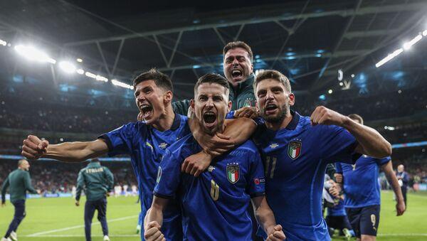 Фудбалери Италије славе пролаз у финале - Sputnik Србија