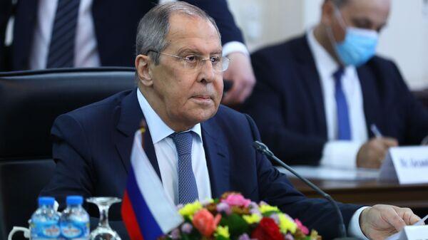 Lavrov: Pogoršava se situacija u Avganistanu, ako bude potrebe angažovaćemo bazu u Tadžikistanu - Sputnik Srbija
