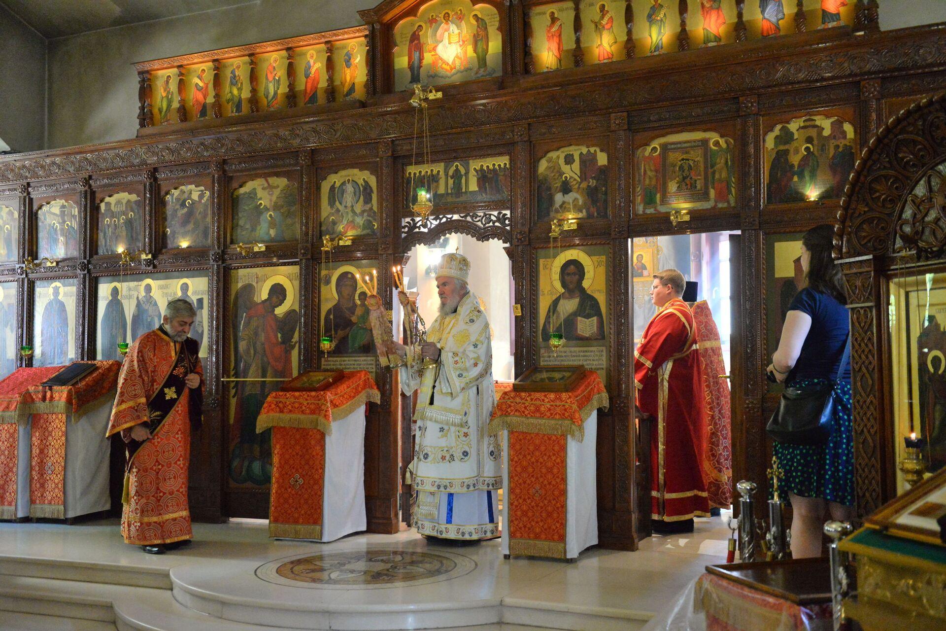 Svetu arhijerejsku Liturgiju u ruskoj crkvi Svete Trojice u Beogradu služio je umirovljeni Episkop kanadski Georgije - Sputnik Srbija, 1920, 13.07.2021