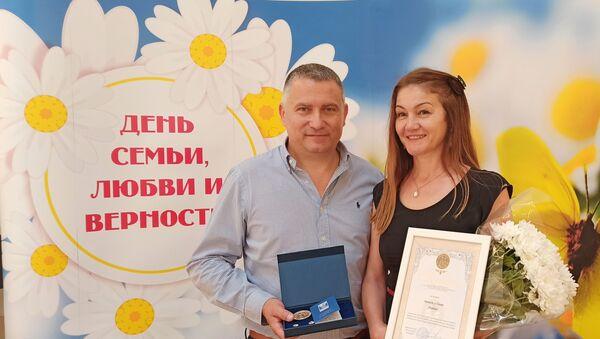 Sanja i Nikola Pervaz iz Novog Sada u braku su punih 30 godina. - Sputnik Srbija