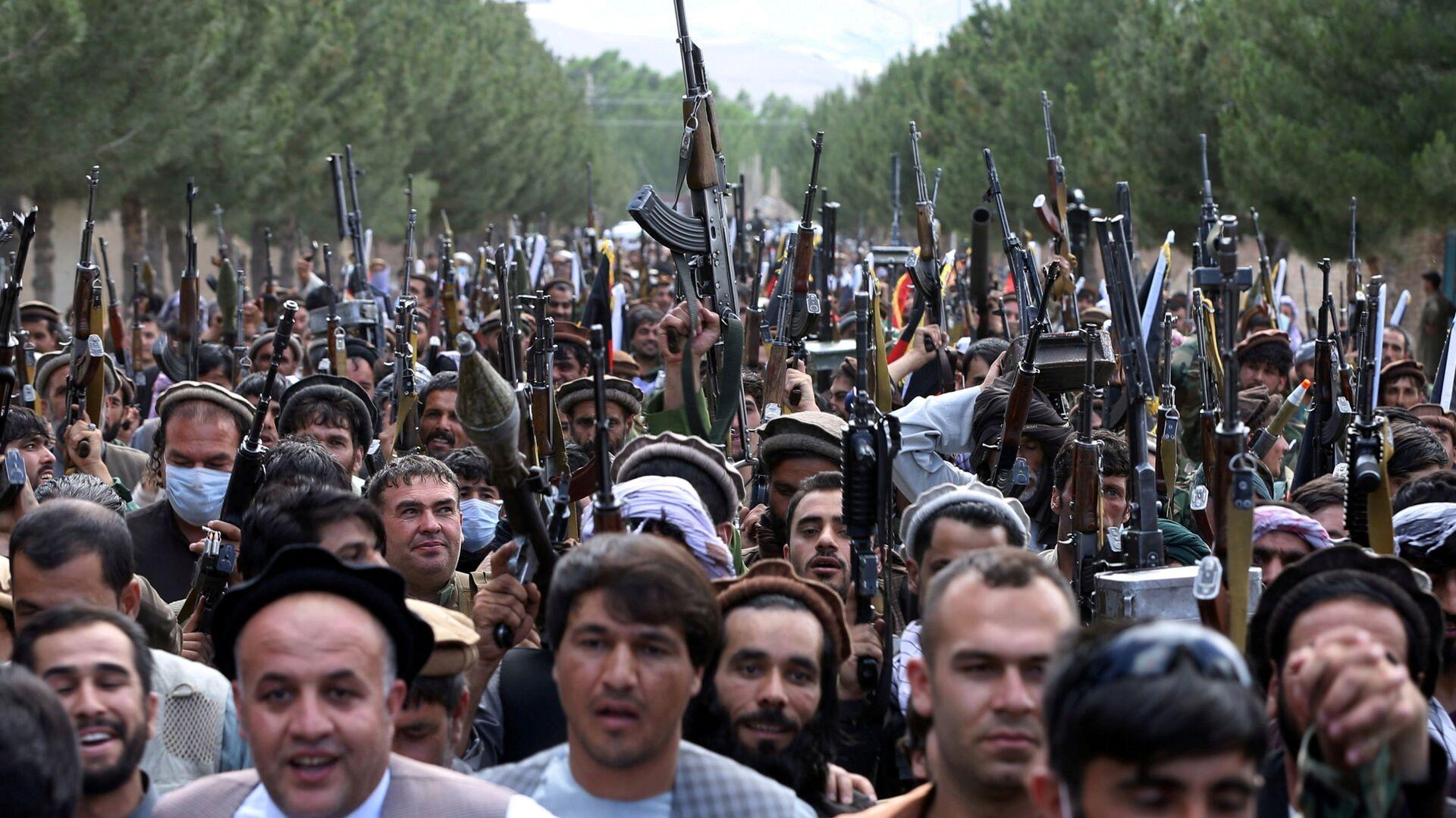Naoružani ljudi tokom skupa u Kabulu - Sputnik Srbija, 1920, 19.08.2021