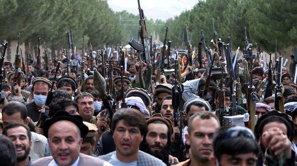 Naoružani ljudi tokom skupa u Kabulu - Sputnik Srbija