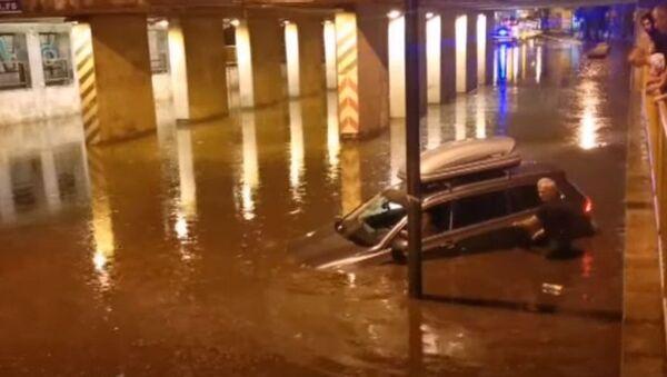 Аутомобили на улицама Суботице после јаког невремена - Sputnik Србија