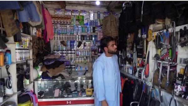 Vlasnik lokalne prodavnice blizu nekadašnje vojne baze SAD Abdul Hakim - Sputnik Srbija