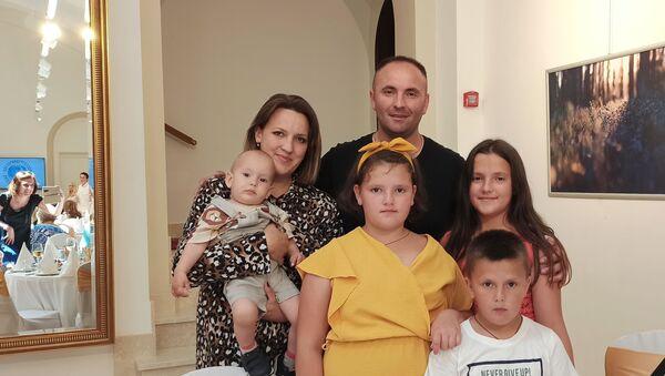 Porodica Ilić iz Kosovske Mitrovice - Sputnik Srbija