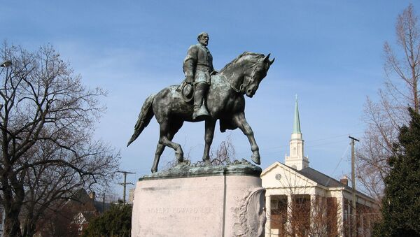 Spomenik generalu Robertu Liju u Šarlotsvilu - Sputnik Srbija