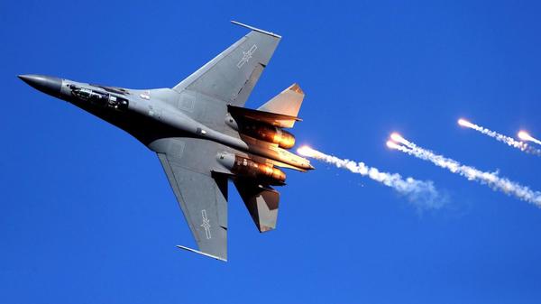 Udarni avion Šenjang J-16 tokom proslave 70. godišnjice od osnivanja Kineskog narodnooslobodilačkog vazduhoplovstva 12. novembra 2019.   - Sputnik Srbija