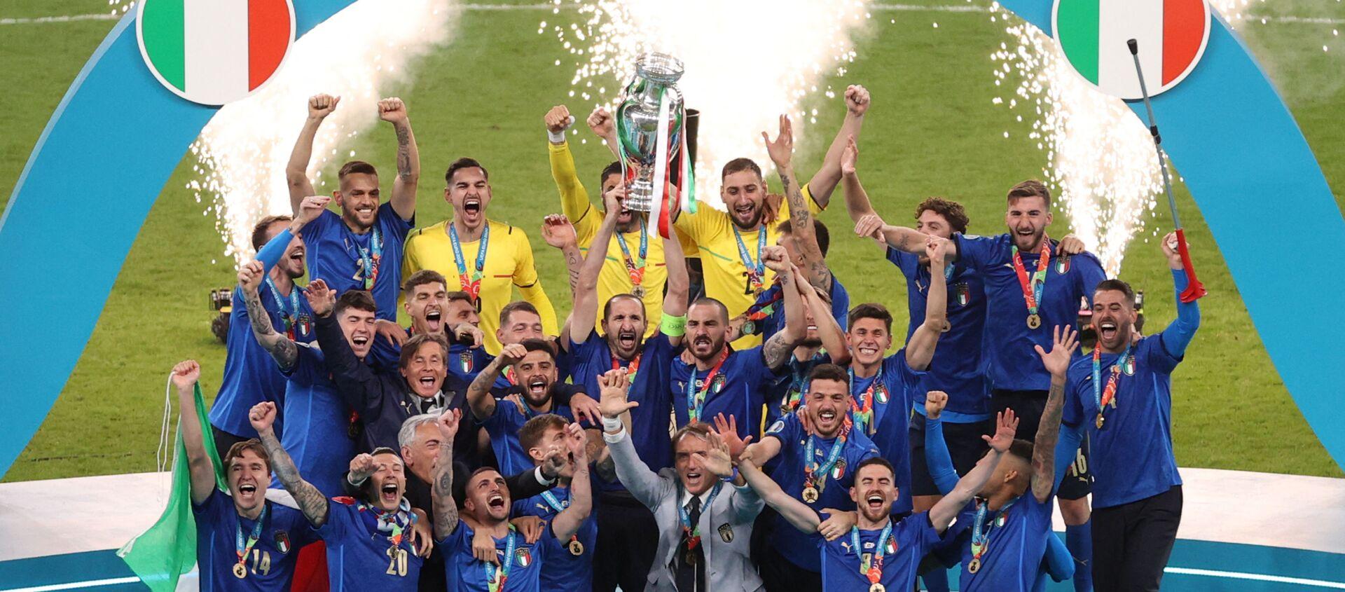 Фудбалери Италије славе титулу шампиона Европе - Sputnik Србија, 1920, 11.07.2021