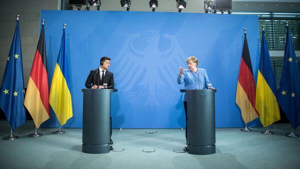 Predsednik Ukrajine Vladimir Zelenski i nemačka kancelarka Angela Merkel - Sputnik Srbija