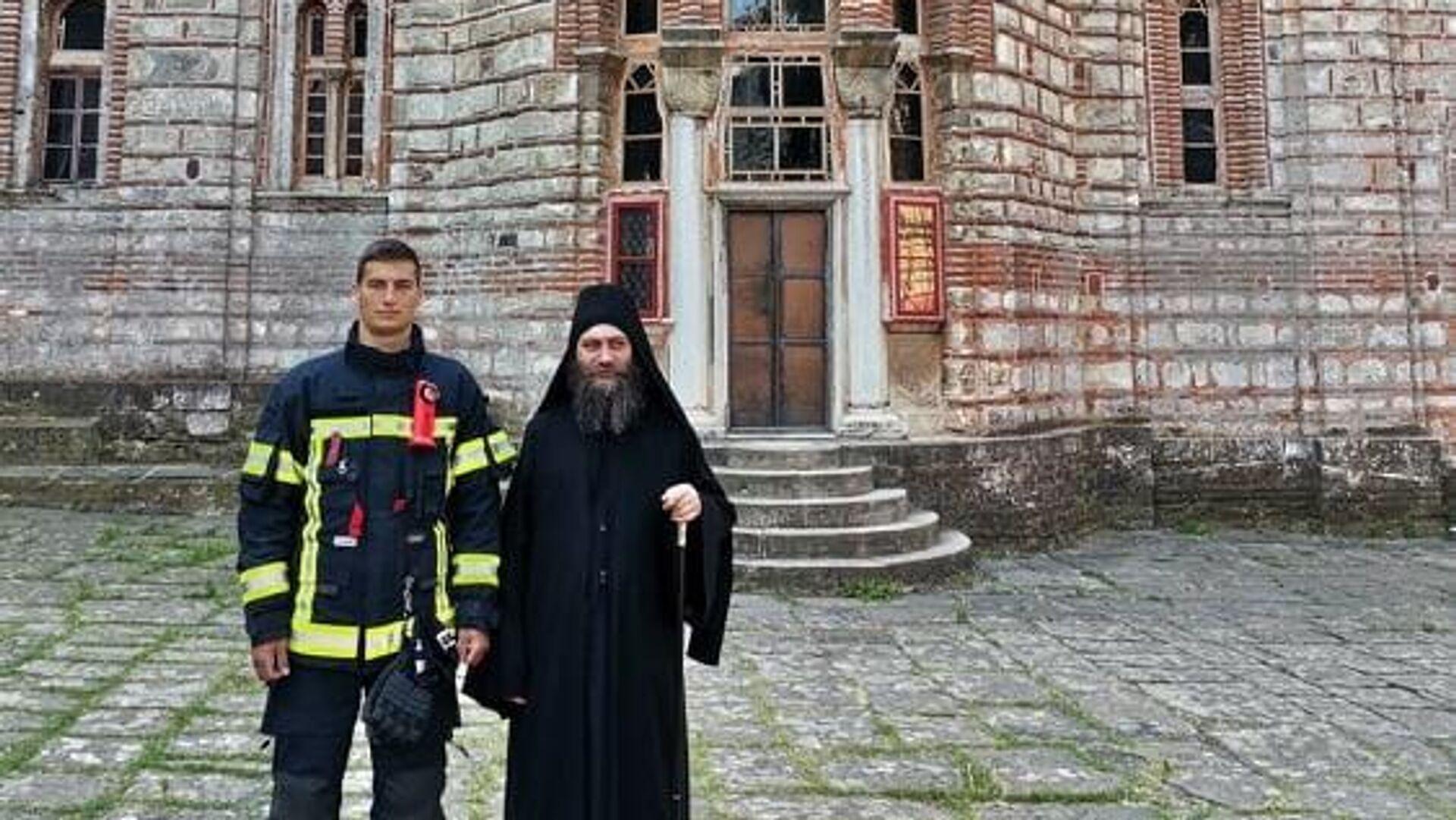 Posetu Solunu i Hilandaru upriličio je iguman manastira Metodije. - Sputnik Srbija, 1920, 14.07.2021