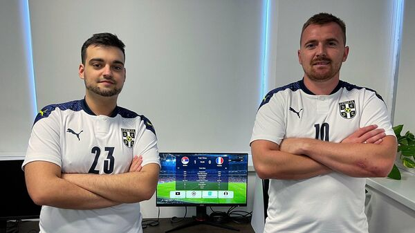 Stefan Slavković Kepa (levo) i Marko Roksić Roksa, šampioni Evrope u PES-u - Sputnik Srbija