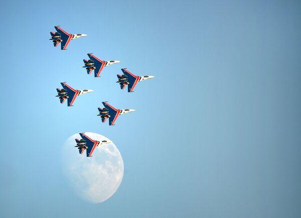 """Акробатска група """"Руски витези"""" са авионима Су-30СМ - Sputnik Србија"""