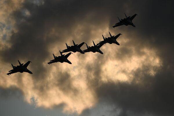 """Акробатска група """"Руски витезови"""" са авионима Су-30СМ - Sputnik Србија"""